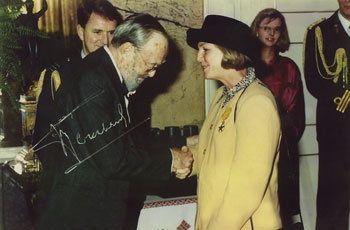 Stella accepting her award from Prince Bernard of The Netherlands
